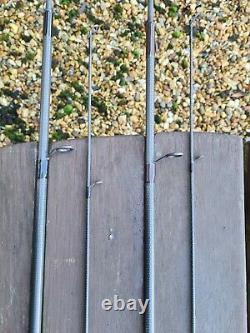 2 X Northwestern Kevlite Carp Rod 2 1/4lb T/c 12ft Long Dans Des Sacs De Vêtements Noirs