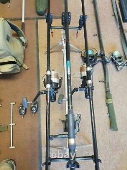 La Pêche À La Carpe Complète Mis En Place, Bobines De Tiges, Indicateurs De Morsure, Gousse De Tige, Filet D'atterrissage